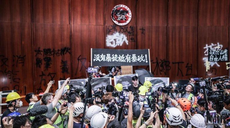 20190701 示威者闖入立法會議事廳 攝: Jason Leung— 在立法會綜合大樓。